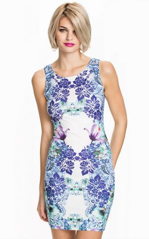SLEEVELESS PRINTED D...